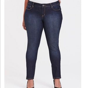 Torrid Curvy Skinny Jeans dark wash 22R